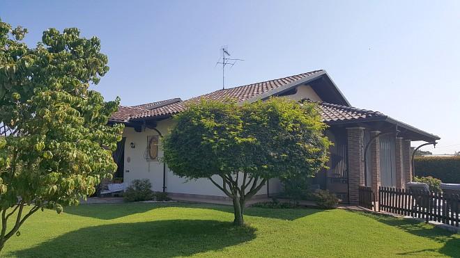 Rif. 2155 – Villa in vendita a Lenta (VC)