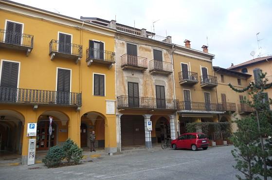 Rif. 563 – Negozio in vendita a Gattinara (VC)