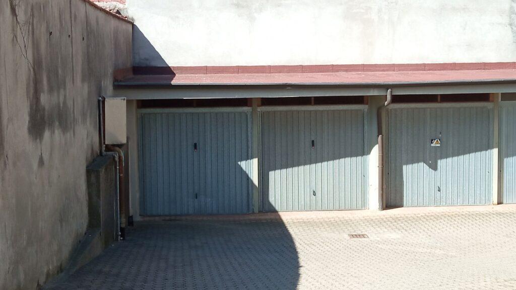 Rif.603 – 2 Box auto in vendita a Borgomanero